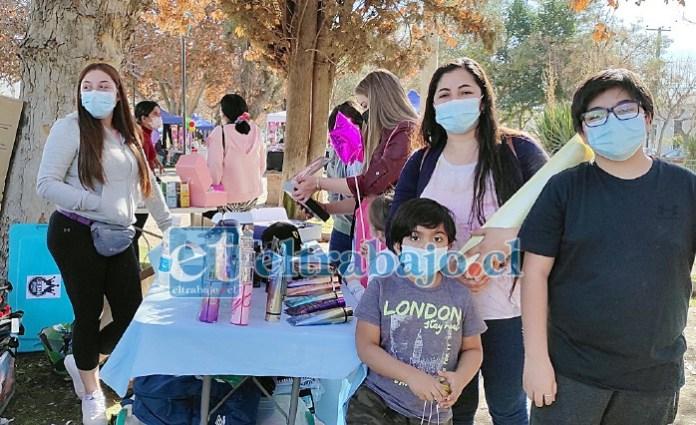 FERIA EN BANDEJÓN.- Cientos de personas llegaron este fin de semana al bandejón de Avenida Bernardo O'Higgins para comprar perfumes, juguetes, golosinas y ropa en los puestos de la Expo Emprendedores Aconcagua.