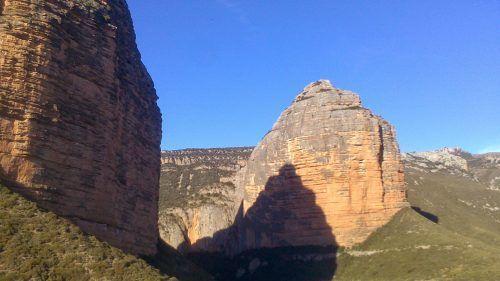 Excursión al Salto de Roldán (Huesca): A caballo entre dos peñas