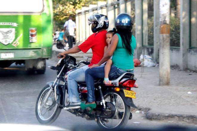 Resultado de imagen para menores moto