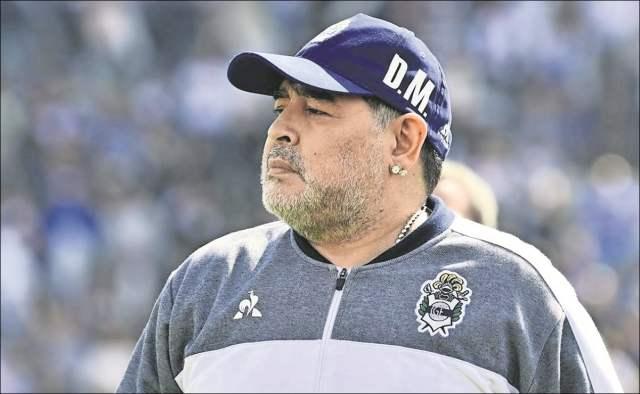 """Diego Maradona, al borde de las lágrimas: """"Ayuden a comer a la gente"""""""