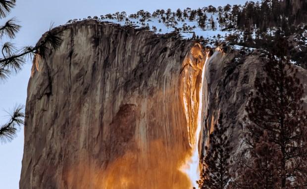 cascada_fuego_Yosemite