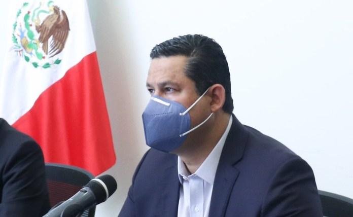 Desborda presa e inunda calles de Guanajuato