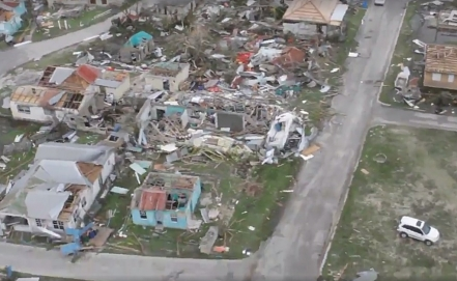 """""""Irma"""" deja destrucción masiva de viviendas en Barbuda"""