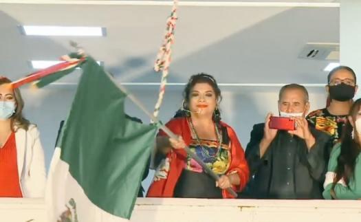 Alcaldesa de Iztapalapa lanza arengas dedicadas a Sheinbaum y AMLO en Grito de Independencia
