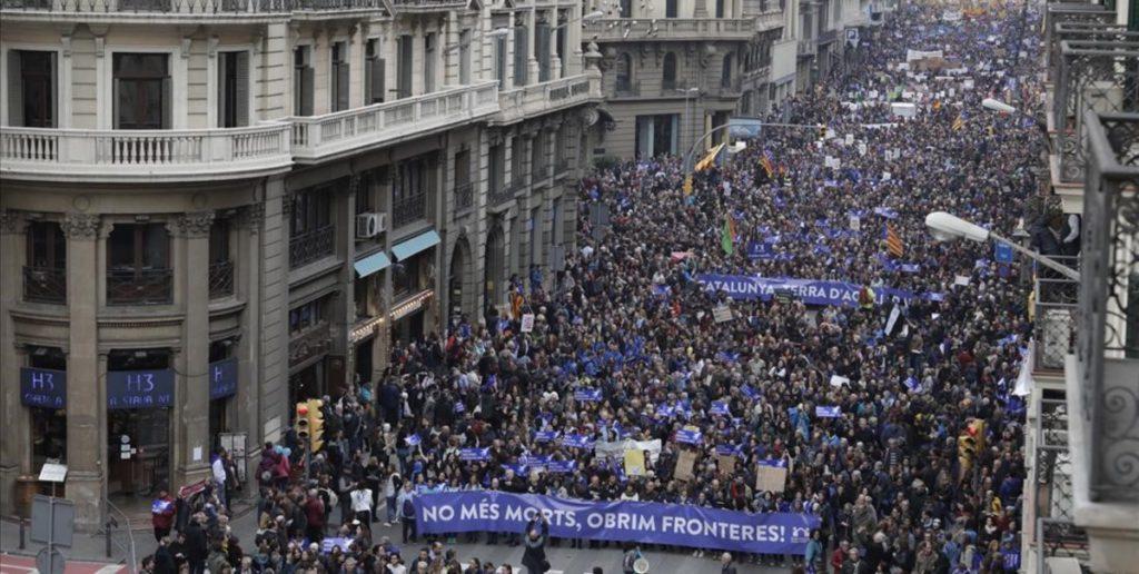 Manifestacion a favor de la llegada de refugiados organizada por 'Casa Nostra, Casa Vostra'. Foto de Ferran Nadeu.
