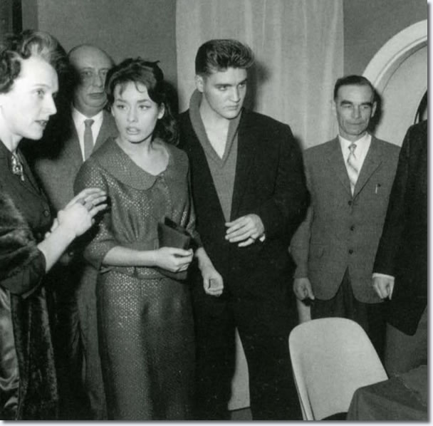 Elvis and Vera Tschechowa at the Eve Bar in Munich (March 1959).