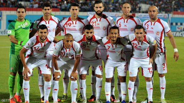 Tunisia's first eleven pose for a team photo prior to the start of the World Cup 2018 qualifying football match between Tunisia and Guinea on October 9, 2016 at the Ben Jannet Olympic Stadium in Monastir. / AFP / SALAH HABIBI (Photo credit should read SALAH HABIBI/AFP/Getty Images)