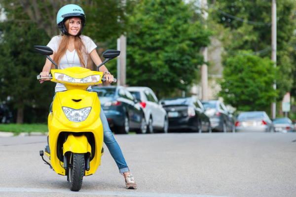 Правила їзди в місті на скутері.