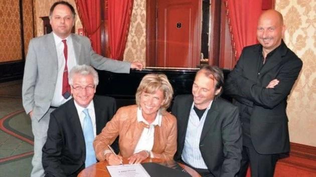 Die jungeMET ist ein neues Kooperationsmodell des Stadttheaters Fürth und des Theaters Pfütze in Nürnberg mit dem Ziel, zeitgenössische Musiktheaterproduktionen gemeinsam, insbesondere für Kinder und Jugendliche, zu produzieren.