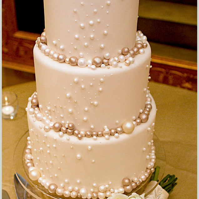 An Elegant Pearl Inspired Wedding Cake At The Casa Monica Hotel
