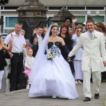 Couple Have Cheap Wedding £50 Dress, £19 Rings And £40 On Party Food