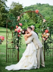 Outdoor Wedding Arches For Your Romantic Wedding