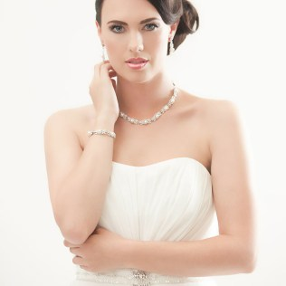 Should You Wear A Necklace With A Strapless Wedding Dress