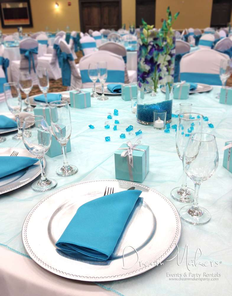 Silver And White Wedding Decoration Ideas from i0.wp.com