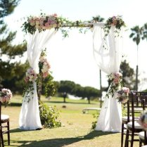 10 Darling Floral Arches For Your Wedding Ceremony