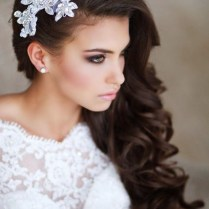 25 Prettiest Lace Bridal Hairpieces & Headpieces For Your Wedding