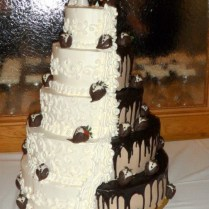 Chocolate Wedding Cakes With Strawberries On Wedding Cakes 1000
