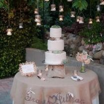 How To Create Your Wedding Cake Table Decor