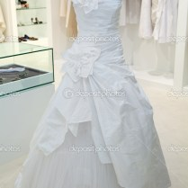 Wedding Dress On A Mannequin In A Bridal Shop — Stock Photo