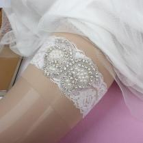 2016 Lace Pearls Bridal Garters For Wedding Cheap Modest In Stock