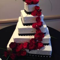 Red And White Wedding Cake Ideas
