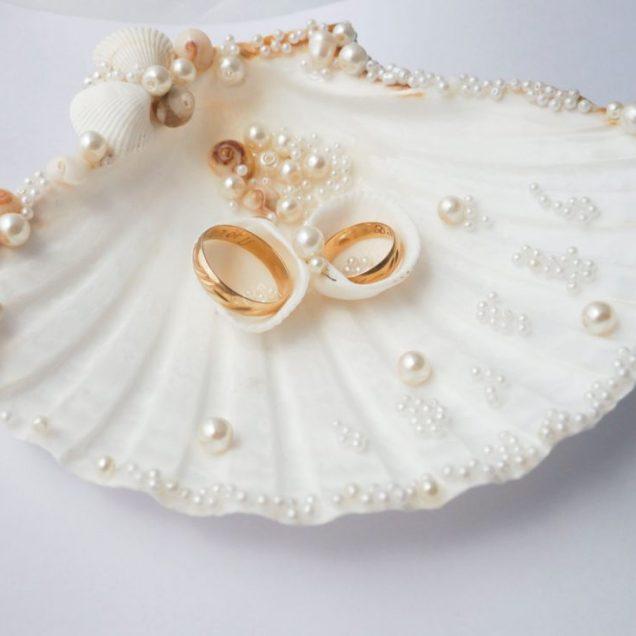 15 Beach Wedding Ring Holders – Beach Wedding Tips