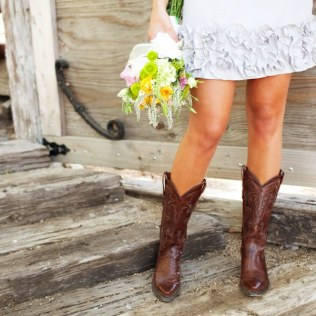Short Wedding Dresses With Cowboy Boots