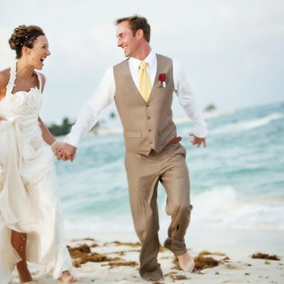 Cool Beach Wedding Groom Attire 17 Best Ideas About Beach Wedding