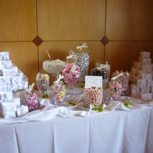 Wedding Candy Bar Bags Serve The Guests With Candy Bar Wedding