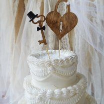 Wedding Checklists] 25 Unique Wedding Cake Toppers That Are So
