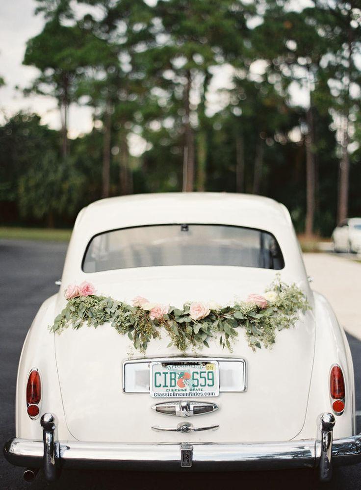 Decorating A Wedding Car Ideas