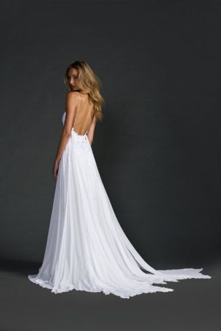 Elegant Flowy Open Back Wedding Dress 31 On Wedding Dresses 2018