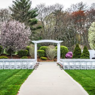 Pros And Cons Of Outdoor Wedding Venues