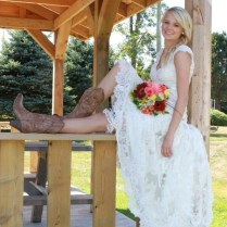 Wedding Dresses That Go With Cowboy Boots 10128