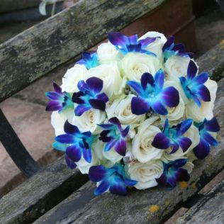 Wedding Ideas » 5 Tips For Making Your Own Wedding Bouquet With