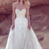 Wedding Dress Lingo Explained – A Guide To Necklines And Skirts In