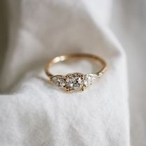 This Vintage Bespoke Engagement Ring Has Broken The Internet