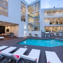 Seeking A Buyer For 1162 Sunset Hills Rd Los Angeles, Ca 90069
