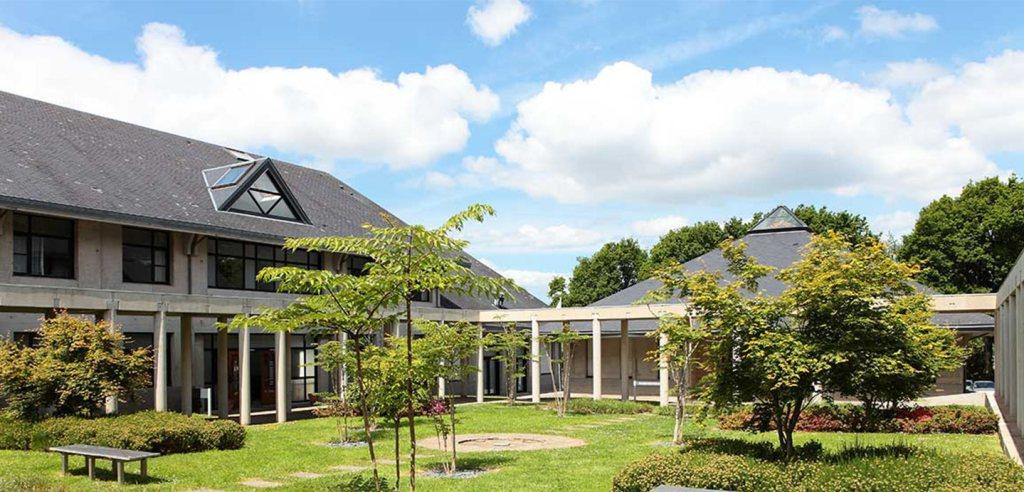 jardin de l'école de commerce EMBA à Quimper