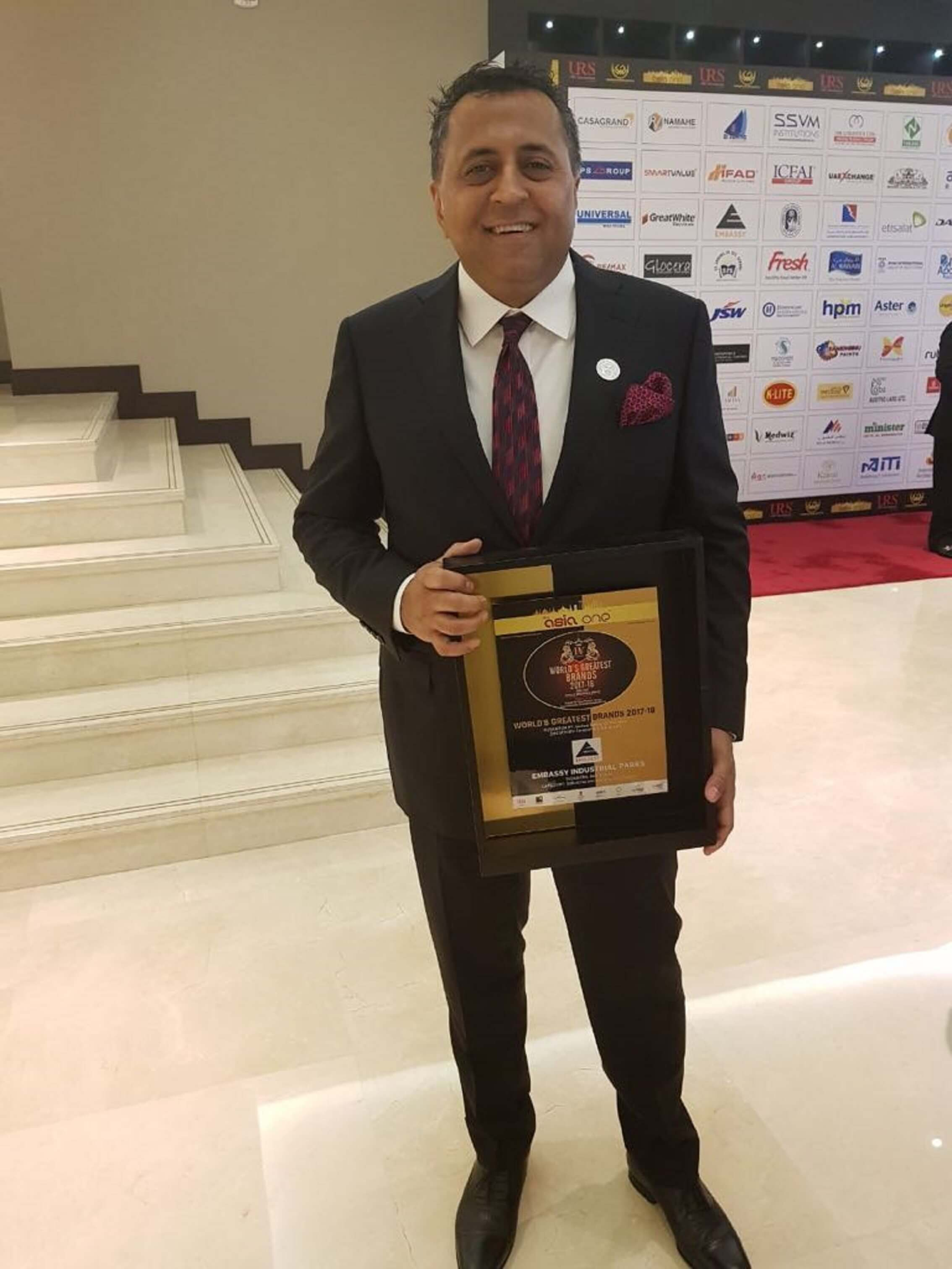 Mr.Jitendra Virwani Cmd Of Embassy Group Witht The Award