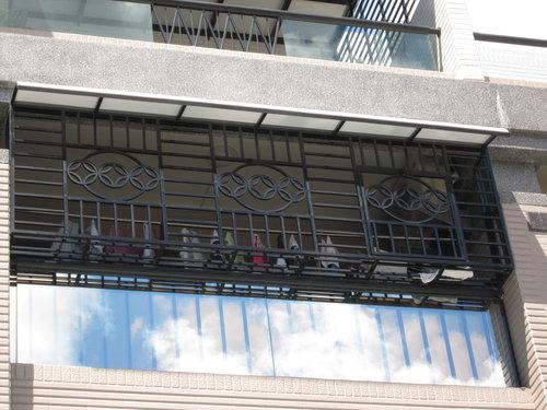 -高雄不銹鋼門窗/玻璃採光罩/鐵皮屋/鍛造門窗/氣密窗/隱形鐵窗 -全國不銹鋼-臺南採光罩/屏東不銹鋼