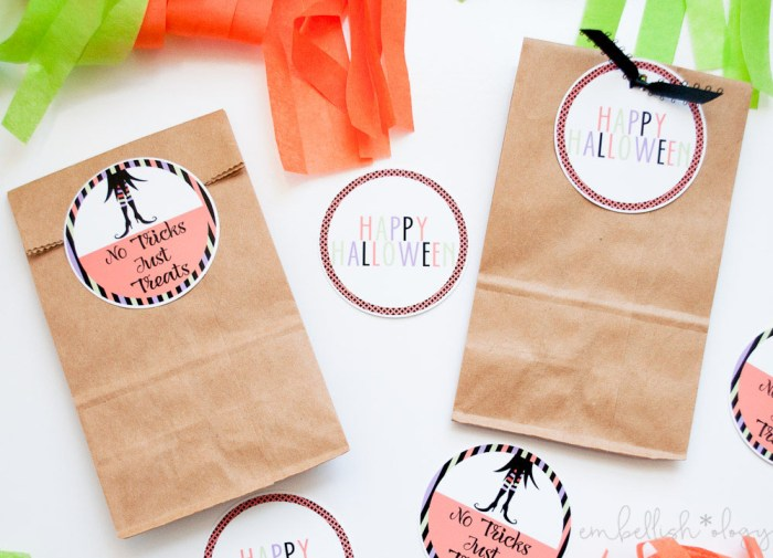Free printable Halloween tags that can be used as stickers or gift tags!