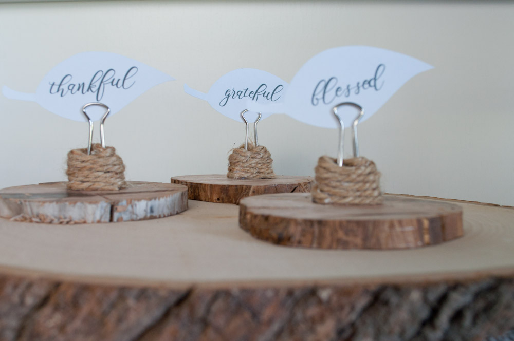 These wood slice food label/place card holders are so incredibly simple to make.