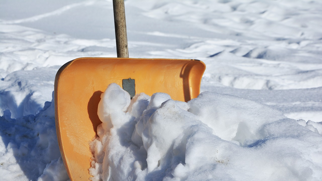 Shovel-snow-safety