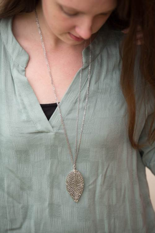 Stitch Fix Ahrens Leaf Pendant Necklace