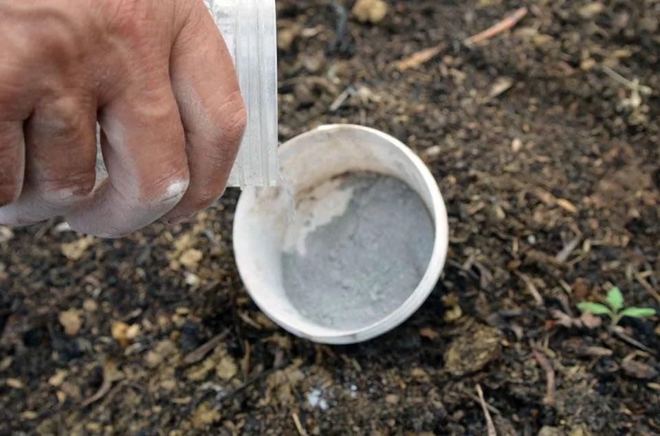 Χρησιμοποίησε επίσης και ορυκτά της περιοχής του σε συνδυασμό με την ΕΜ Χ ΚΕΡΑΜΙΚΗ σκόνη
