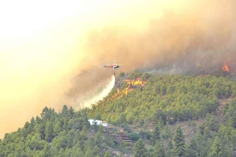 Focul e greu de ținut sub control cu temperaturile ridicate din ultimele zile