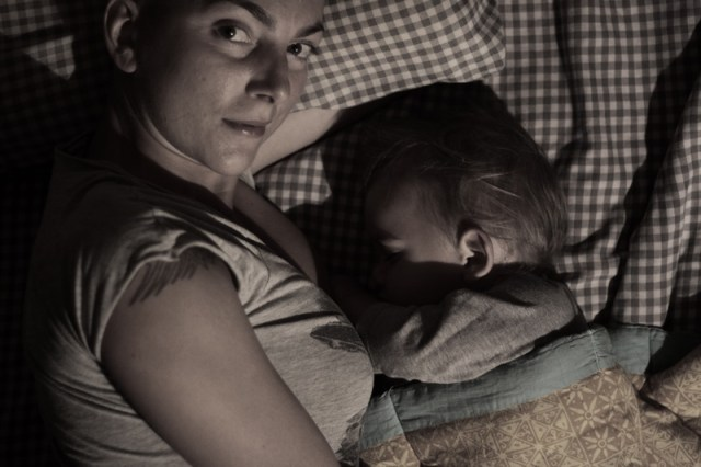 Când Zago va vrea să doarmă singur, în patul lui, în camera lui, voi fi tare tristă. Cam aşa trebuie să se întâmple, nu invers: copilul să fie trist pentru că este alungat din cuib, din patul părinţilor.