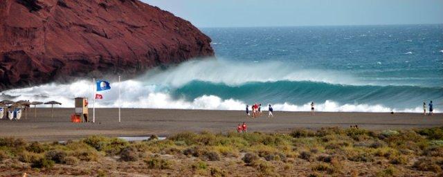 Tot La Tejita. Apele destul de liniştite, dar şi când intră valuri....