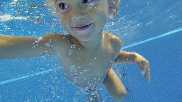 yago in piscina